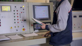 设计与显示,按钮, swithes的运行的工业控制板 滑子射击 核工厂,热力