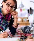 设计在纸的裁缝衣裳样式 图库摄影