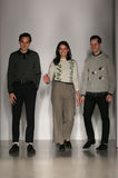 设计师亚历克斯Orley,萨曼塔Orley和马修Orley步行Orley时装表演的跑道在MBFW秋天期间2015年 免版税库存照片