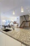 设计师内部-厨房和客厅 免版税库存照片