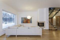 设计师内部-艺术性的客厅 库存图片