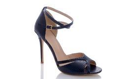 设计师和金黄颜色牢固的凉鞋  免版税图库摄影