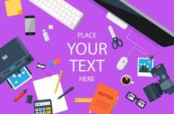 设计师工作场所 顶视图 平的设计 紫色背景 免版税图库摄影