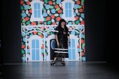 设计师萧志美在萧志美2016年9月以后招呼观众 免版税图库摄影