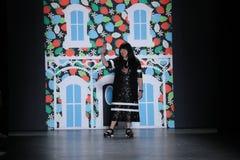 设计师萧志美在萧志美2016年9月以后招呼观众 库存照片