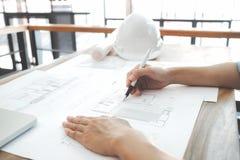 设计建筑项目工程的会议与伙伴 库存照片