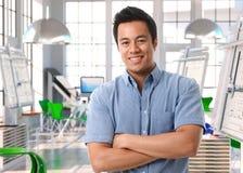 设计演播室的年轻亚裔建筑师 免版税库存照片