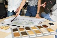 设计演播室建筑师创造性的职业会议图纸Co 免版税库存照片