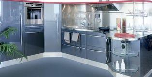 设计灰色房子内部kitchenw现代银 免版税库存图片