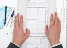 设计现有量人铅笔的建筑师图纸 库存图片