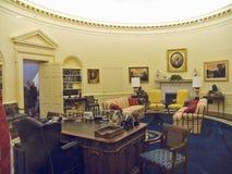 设计由纽约建筑师詹姆斯Polshek,威廉J.克林顿总统图书馆开张2004年11月17日 克林顿总统图书馆包括白宫椭圆形办公室的复制品 库存照片