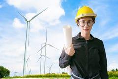 设计电力的生产的妇女风车在ba的 免版税库存图片