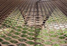 设计的生锈的金属纹理背景与文本或图象的拷贝空间 生锈的金属是由湿气造成的在天空中 免版税库存图片