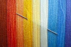设计的许多多色的毛线串 免版税库存照片