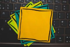 设计给的多种颜色稠粘的边界做广告企业空的模板被隔绝的最低纲领派图表布局模板 免版税库存照片