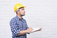 设计认为创造性的建筑师,当图画计划时 免版税库存照片