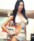 设计 比基尼泳装的女孩在一场时装表演在的里雅斯特 库存图片