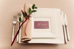 设宴婚礼桌设置晚上招待会名片 免版税库存图片