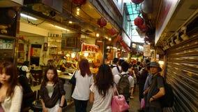 访客人群和游人参观Jiufen老街道,台北,台湾 库存照片
