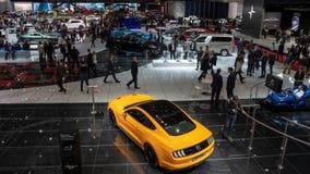 访客和汽车日内瓦汽车展示会 库存照片