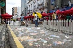 访客和路图画在海滩街道,槟榔岛,马来西亚 库存照片