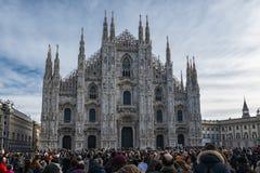访客在圣诞节期间的米兰 免版税库存照片