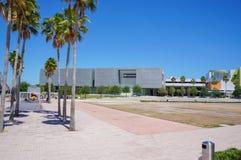 访客在坦帕艺术馆,坦帕佛罗里达外面 库存照片