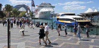 访客在悉尼环形码头悉尼新南威尔斯Australi 库存图片