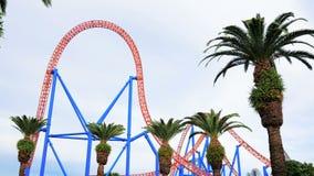 访客在超人在电影世界英属黄金海岸的逃命乘驾乘坐 股票视频