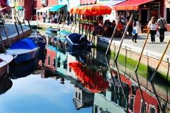 访客在Burano海岛在威尼斯式盐水湖意大利 免版税库存图片