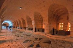 访客杜奥蒙藏有古代遗骨的洞穴, Verdu法国WW1纪念争斗  免版税库存图片