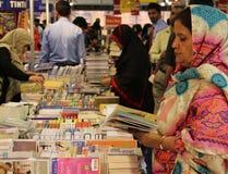 访客第8个卡拉奇国际书市 库存图片