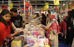 访客第8个卡拉奇国际书市 免版税库存照片