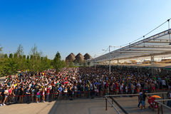访客长的队列-商展米兰2015年 图库摄影
