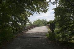 访问桥梁到中间海岛 库存照片