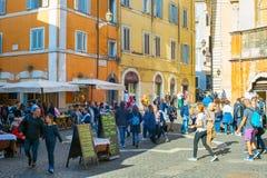 访问罗马,意大利的游人 免版税图库摄影