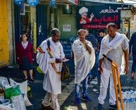 访问耶路撒冷的3个非洲男性游人 图库摄影