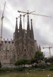 访问Sagrada Familia的游人 免版税库存图片