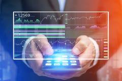 证券交易在futuristi显示的数据信息 免版税图库摄影