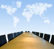 证券交易经纪人行情室天空下 库存图片