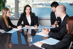 证券交易经纪人行情室会议 免版税图库摄影