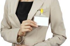 证章她显示的妇女 免版税库存图片