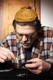 评估涉及的金刚石的走私贩宝石寸镜 库存照片
