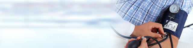 评定耐心的压的血液医生 免版税库存照片