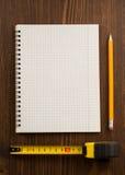 评定铅笔磁带木头 免版税图库摄影
