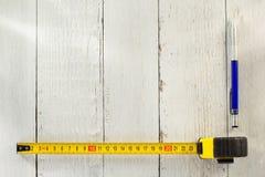 评定铅笔磁带木头 免版税库存图片