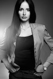 诉讼的女商人 优美加工好的年轻华美的深色的夫人 免版税图库摄影