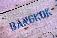 词'曼谷'木背景的 库存照片