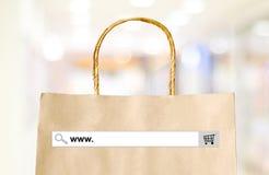词万维网 在购物袋和迷离商店backgro的查寻酒吧 免版税库存照片
