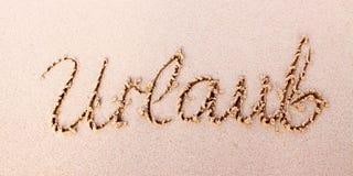 词在沙子写的Urlaub 免版税库存照片